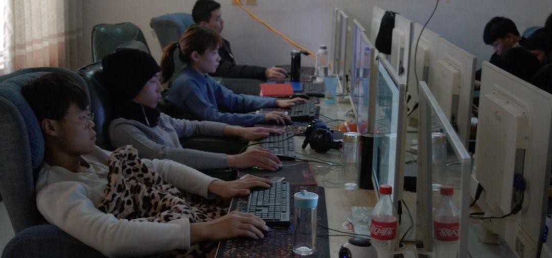"""实地探访河南AI村:给人工智能贴标的新""""富士康工人"""""""