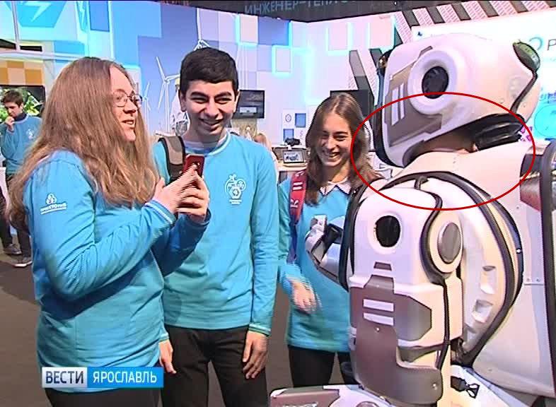 """俄罗斯""""最先进机器人""""里面竟然装着个大活人"""